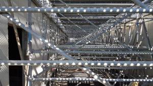 échafaudage avec platelage pour chantier en hauteur sécurisé