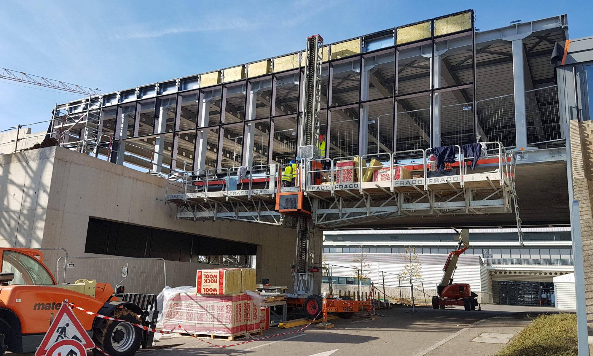 plateforme de travail sur mât chantier en hauteur