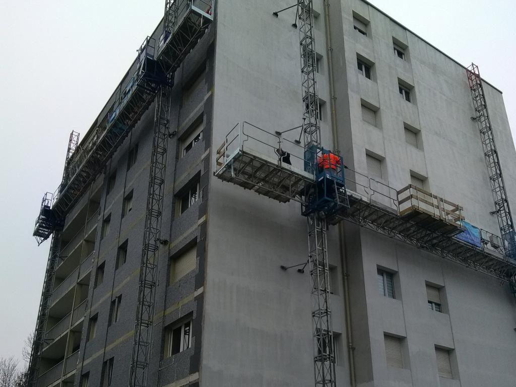 Travail en hauteur sur une plateforme de travail mécanisée bi-mât